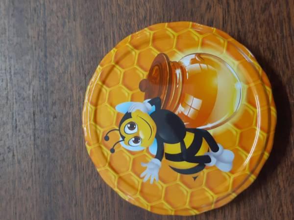 včela se soudkem