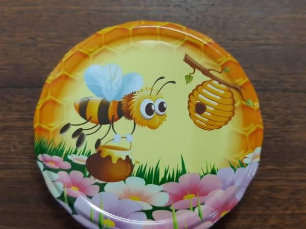 včelka na květu