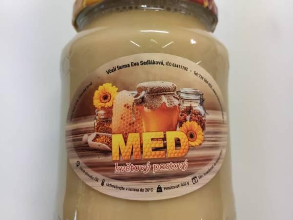 pastovaný med