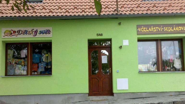 Kamenná prodejna Včelařství Sedlákovi je nadále otevřena